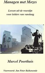 Managen met Mozes -Lessen uit de woestijnvoor lei ders van vandaag Poorthuis, Marcel M.
