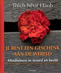 Je bent een geschenk aan de wereld -mindfulness in woord en beeld Thich Nhat Hanh