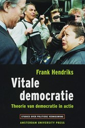 STUDIES OVER POLITIEKE VERNIEUWING VITAL -THEORIE VAN DEMOCRATIE IN ACTI E HENDRIKS, FRANK