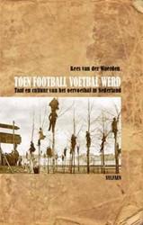 TOEN FOOTBALL VOETBAL WERD -TAAL EN CULTUUR VAN HET OERVOE TBAL IN NEDERLAND WAERDEN, KEES VAN DER