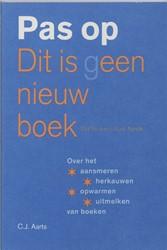 Pas op Dit is geen nieuw boek Dit is een -over het aansmeren, herkauwen, opwarmen en uitmelken van boe Aarts, C.J.