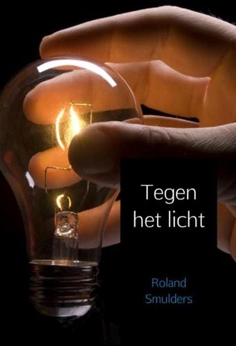 Tegen het licht Smulders, Roland
