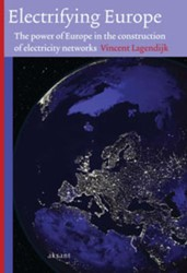 Electrifying Europe -the power of Europe in the con struction of electricity netwo Lagendijk, Vincent
