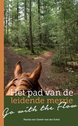 Het pad van de leidende merrie -go with the flow Gestel - van der Schel, Nanda van