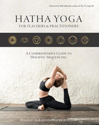 Hatha Yoga for teachers and practitioner -a comprehensive guide to holis tic sequencing Jain, Ram