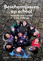 Beschermjassen op school -aandacht voor verschil in het onderwijs Tjin A Djie, Kitlyn