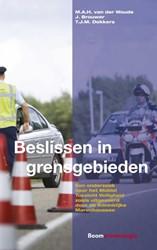 Beslissen in grensgebieden -een onderzoek naar het Mobiel Toezicht Veiligheid zoals uitg Woude, M.A.H. van der