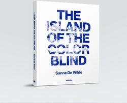 The Island of color blind Wilde, Sanne De