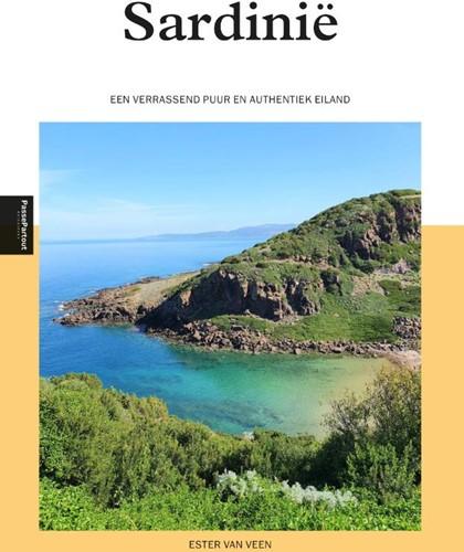 Sardinie -Een verrassend puur en authent iek eiland Veen, Esther van